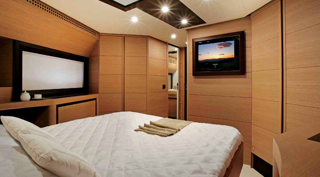 Ibiza yacht charter Pershing 72 interior